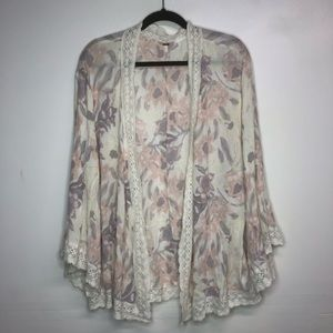 Free people floral and lace kimono size Medium